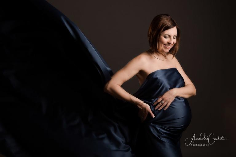 séance grossesse dans les tons bleu