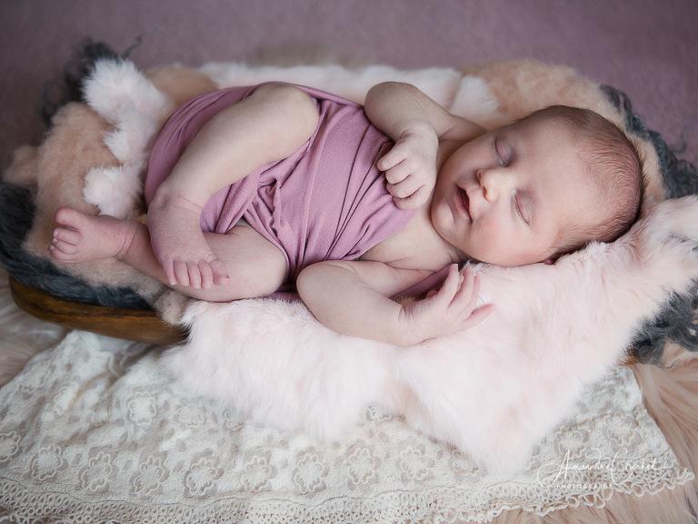 Séance bébé dans les tons de rose