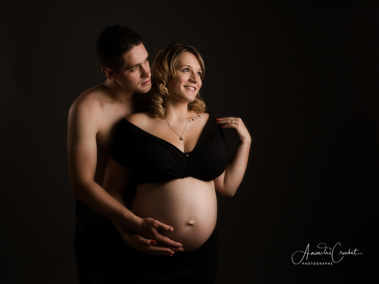 séance grossesse dans les tons de noir