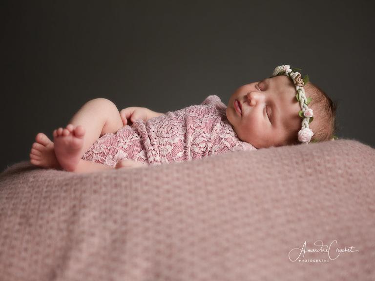 Séance photos de bébé avec de nouveaux accessoires
